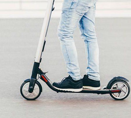 Comment être en sécurité sur un scooter électrique ? 6 règles d'or