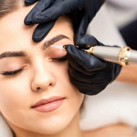 Le maquillage permanent sous les projecteurs : 7 célébrités avec un microblading